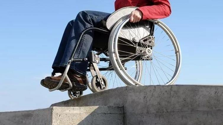 史铁生去世这么多年了, 残疾人还只能在街道工厂做工吗?