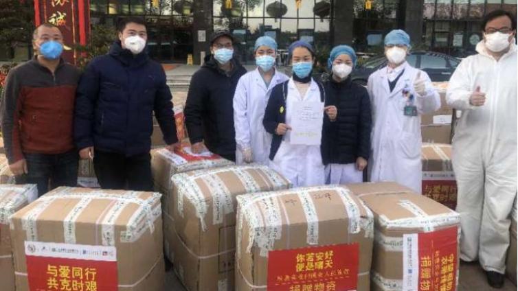 """6000套保暖衣捐赠武汉方舱医院,如何实现精准发放?公益组织有""""妙招"""""""