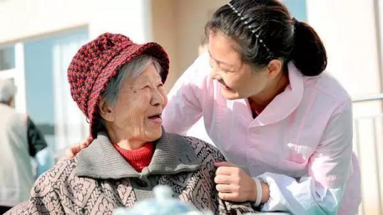 """趣闻丨日本养老院的招绝:洗脸、散步都能""""赚钱"""""""
